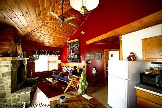 Ole Mink Farm Recreation Resort: Kitchen and Living room shot in the