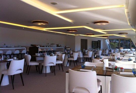La Vague de Saint Paul : Restaurant de l'hôtel (déco minimaliste)