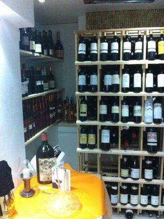Le Bistro du Peyra : Cave a vins
