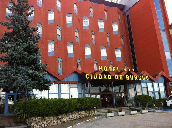 Hotel Ciudad de Burgos : La fachada del hotel.