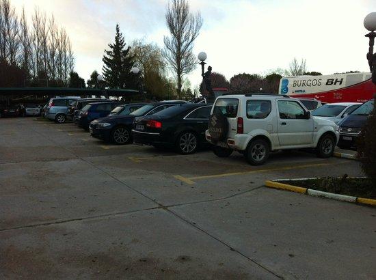 Hotel Ciudad de Burgos : El parking, muy amplio y bien organizado.