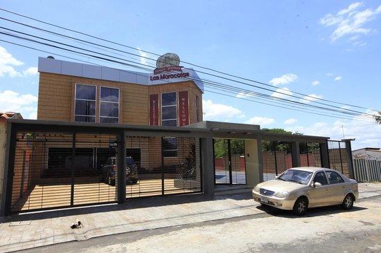 Ciudad Bolivar, Venezuela: Fachada de la Posada con sus estacionamientos propio