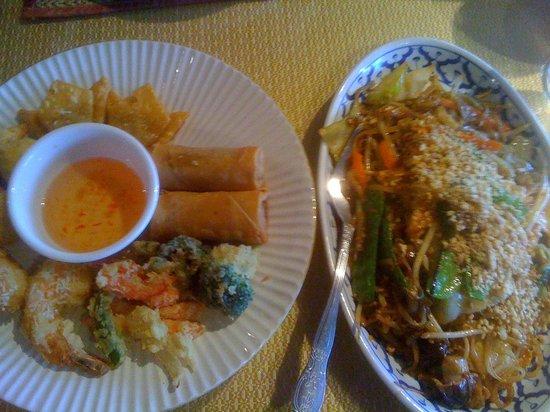 Thai Phoon appetizer and pad thai