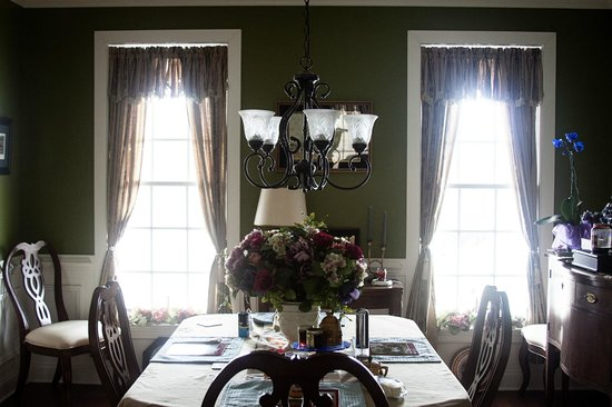 Hilltop Hideaway Bed and Breakfast : Dining room