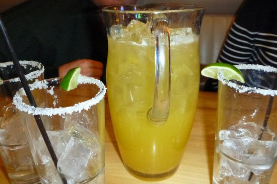 Off the Hook Raw Bar and Grill : A very good margarita!