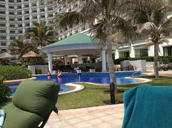 JW Marriott Cancun Resort & Spa: the adults only pool area and swim-up bar