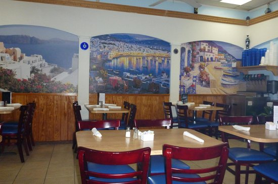 Santorini Restaurant: Lovely little place...we were some of the last to leave