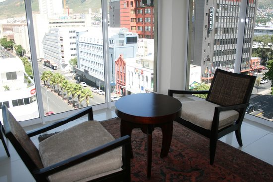 Hilton Cape Town City Centre: 4th floor lobby