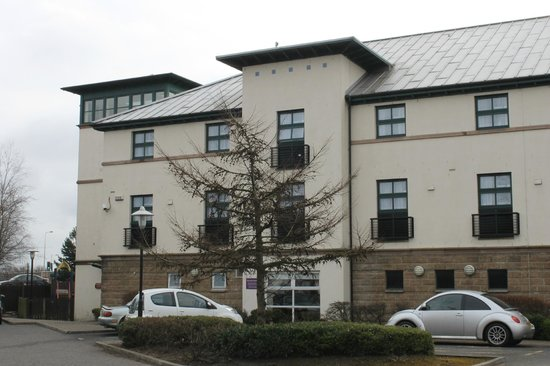Premier Inn Edinburgh (South Queensferry) Hotel: Hotel from Car Park