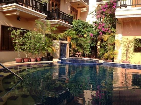 Rithy Rine Angkor Hotel: poolside