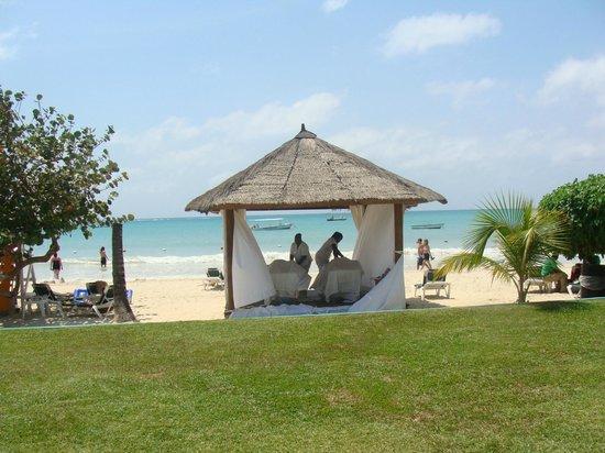 Azul Sensatori Jamaica : Outdoor massage table/spa.