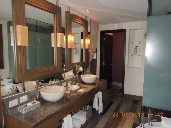 Secrets Vallarta Bay Puerto Vallarta: Our bathroom