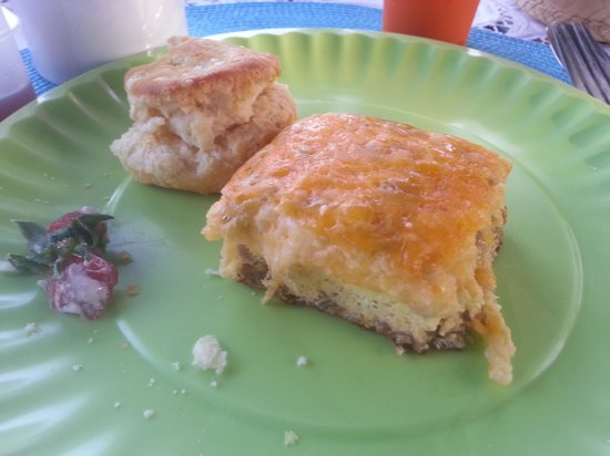 Robin's Nest Bed and Breakfast: Had to get a pic before I finished my creole egg pie!