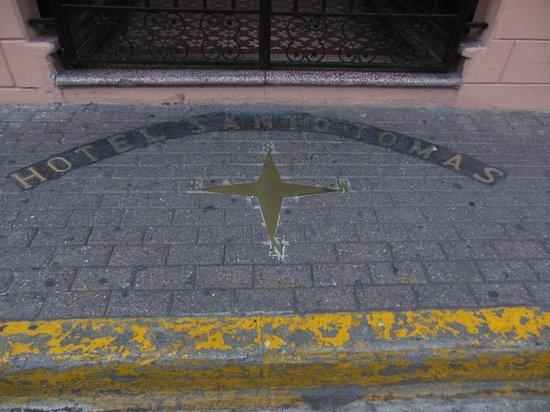Hotel Santo Tomas: Front entrance