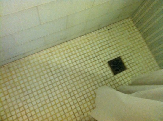 El San Juan Hotel, Curio Collection by Hilton: The worst shower floor I've ever seen in a hotel