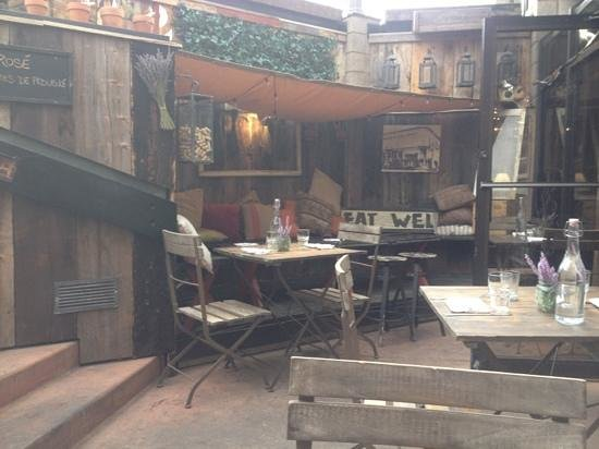 French Alpine Bistro - Creperie du Village : outside seating area