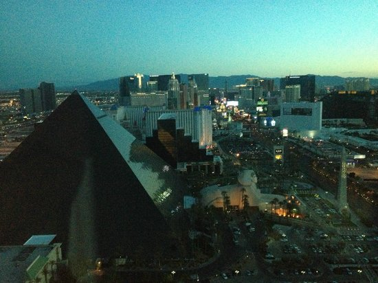 Four Seasons Hotel Las Vegas: LV Blvd At Dawn From Presidential Suite