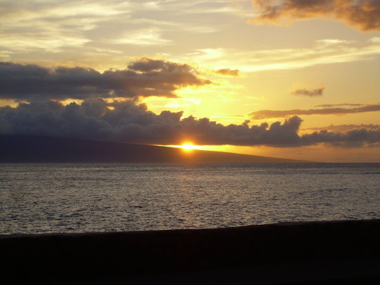 Hyatt Regency Maui Resort and Spa: And Sunset in Lahaina