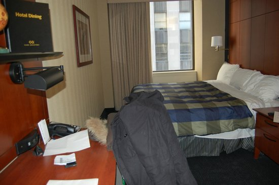 Club Quarters Hotel, Central Loop: Basic room with a view onto West Adams