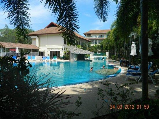 Baan Puri: View across pool to restaurant