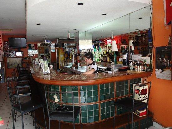 El Casino - La Casa Del Mojito: Bar area