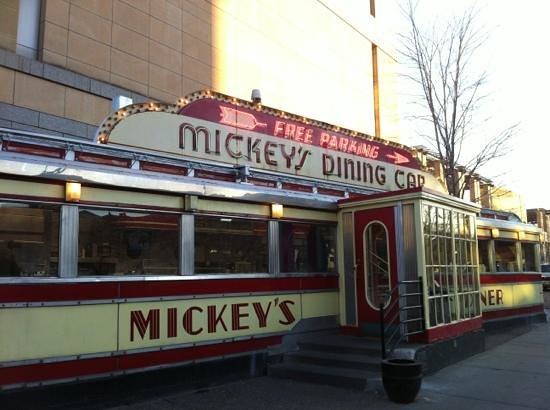 Mickey's Diner : Front of building