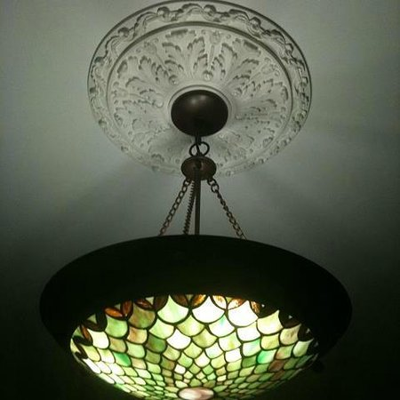Acorn Ridge Bed and Breakfast: lighting in our hearth room