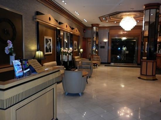 Hotel Metro : Hotel lobby