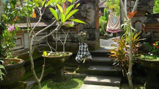 Suparsa's Home Stay: Templo de la casa