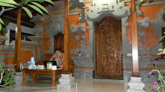 Suparsa's Home Stay: frente habitacion