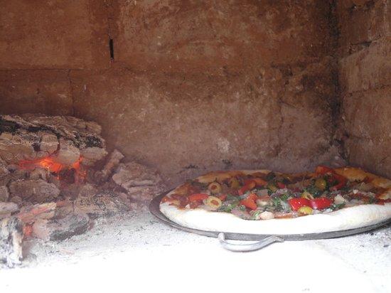 Hostal Posada Mi Casa: La pizza en el horno