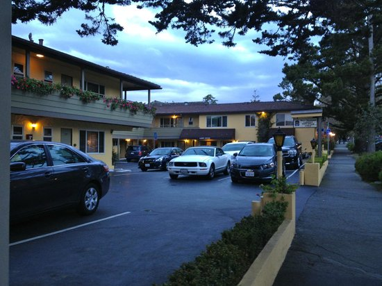 Best Western Carmel's Town House Lodge: Hotel grounds