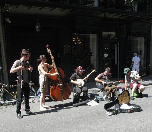Frenchmen Street : Great roots blues band playing for tips and selling CD's