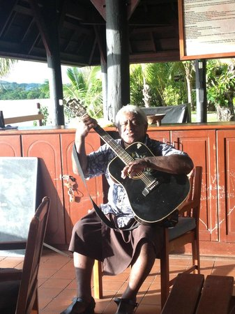 Shangri-La's Fijian Resort & Spa: David the Story teller and serenader