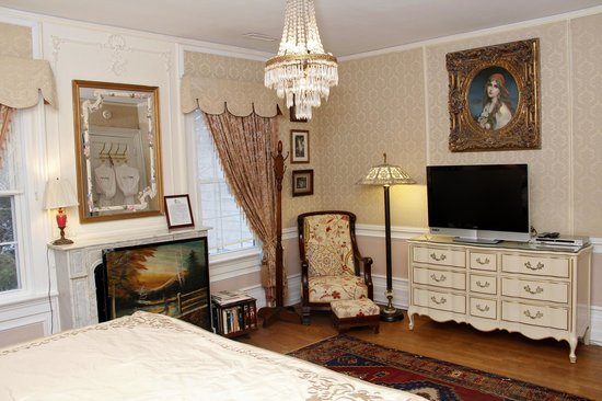 Melange Bed and Breakfast: Pearl Room