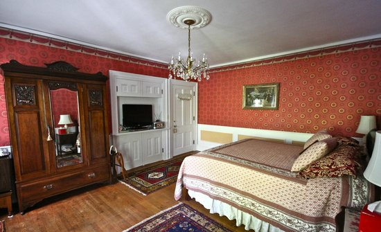 Melange Bed and Breakfast: Scarlet Room