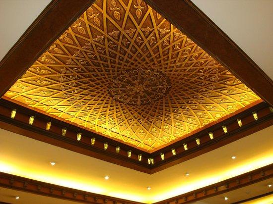 The Suryaa New Delhi: Techo del lobby