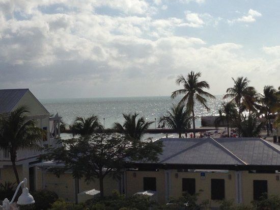 Southernmost Beach Resort: 3rd Floor Distant Ocean View Room 326