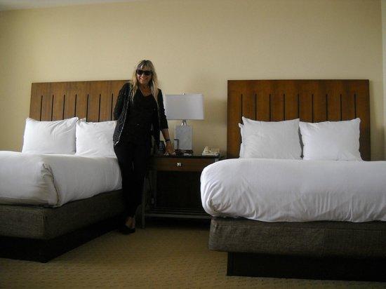 Hilton Miami Airport Blue Lagoon: Camas y almohadas comodisimas