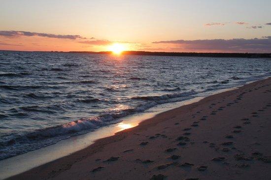 كاريدج هاوس إن: Sunset at Hardings Beach
