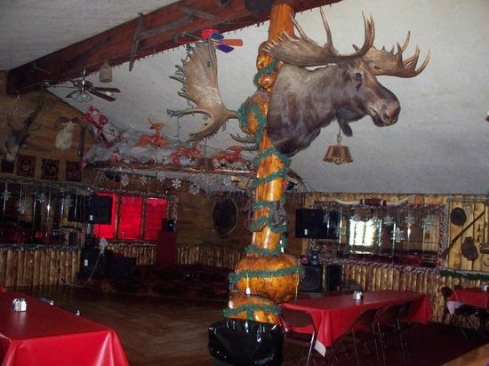 Chatanika Lodge: In the dining room