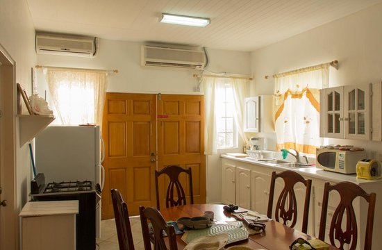 Grand Anse Beach Palace Hotel : Kitchen and dining room