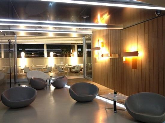 Hotel Zone : hotel lobby