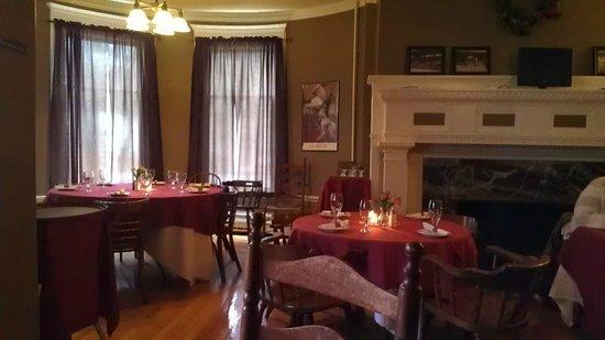 Haflinger Haus: tavern dining area