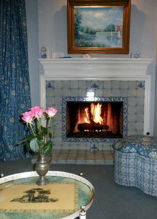 Inn at Depot Hill : fireplace/sitting area