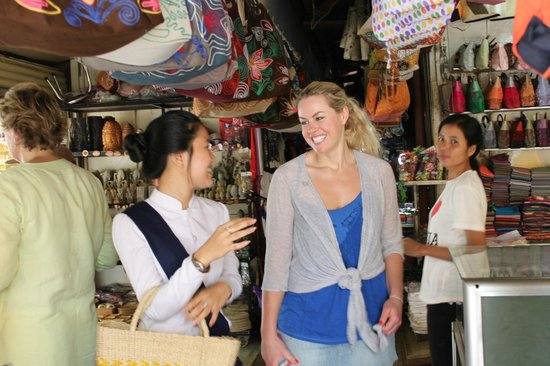 Khmer Dining Cuisine Staff share with Resident of how to buy local product
