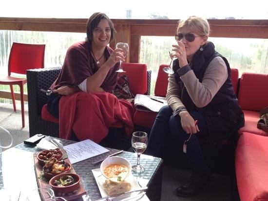 Bruny Island Wines Grill : the girls didn't mind their lunch at all