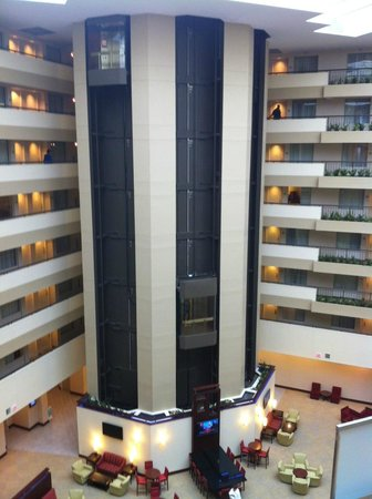 Embassy Suites by Hilton Detroit - Troy/Auburn Hills: Hotel elevators with rooms on each side