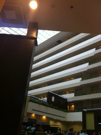 Embassy Suites by Hilton Detroit - Troy/Auburn Hills: View looking up from dining area