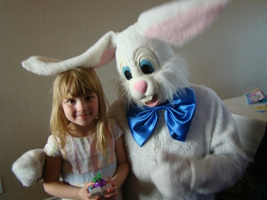The Mix by Ric's - Sooke : My daughter loved the Easter bunny!